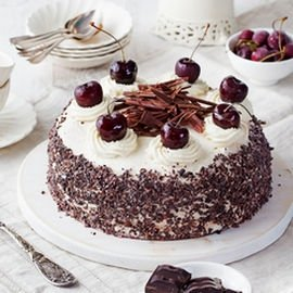 dolci di Natale senza glutine: torta foresta nera